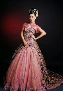Model Gaun Kebaya Batik Pengantin