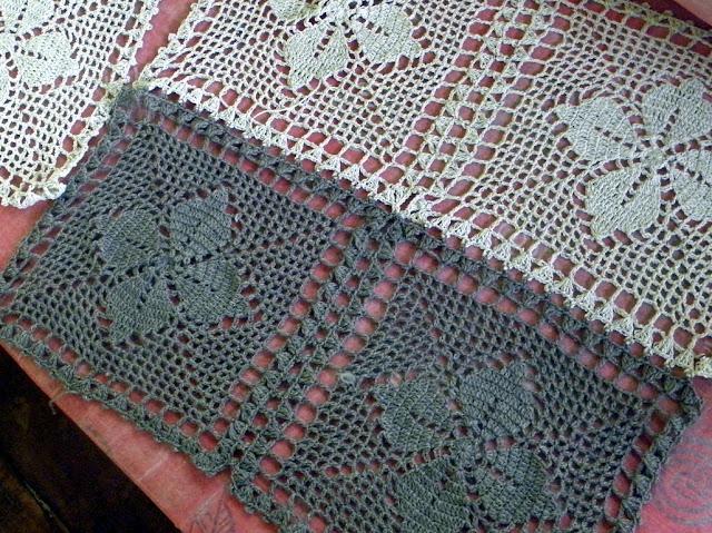 Detail of free table mat crochet pattern.