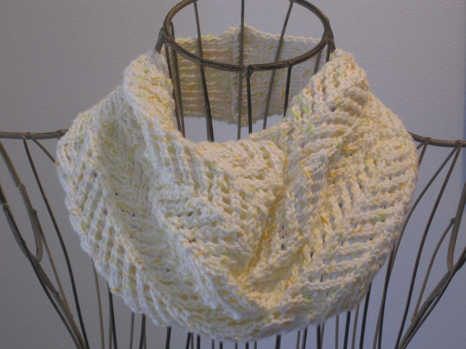 Balls to the Walls Knits: Arrowhead Lace Cowl