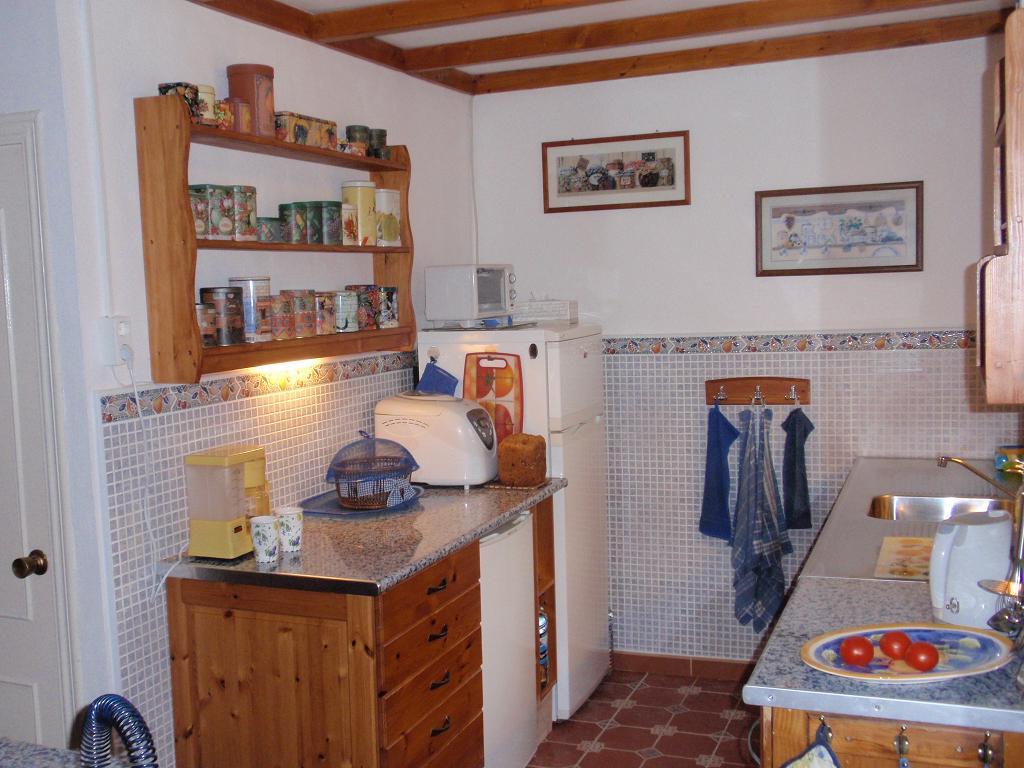 Handdoekenrekje Keuken : als de rest van de keuken. Het kookeiland bestaat uit een oud dressoir