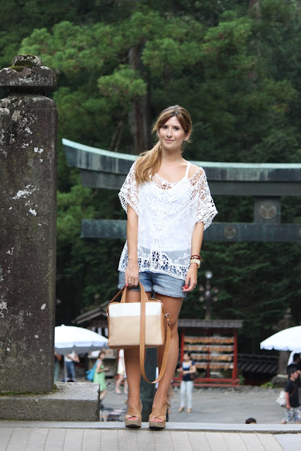 http://3.bp.blogspot.com/-Un3I4PV0JgM/UiOeCC5P4iI/AAAAAAAAL7E/TSC66pm-5EE/s1600/look-fashion-street_style-top_crochet-japan-nikko-visitar_japon-que_ver_en_japon-cun%CC%83as_shorts003.JPG