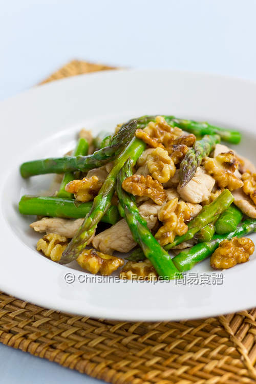 Stir Fried Asparagus with Walnut and Chicken 01