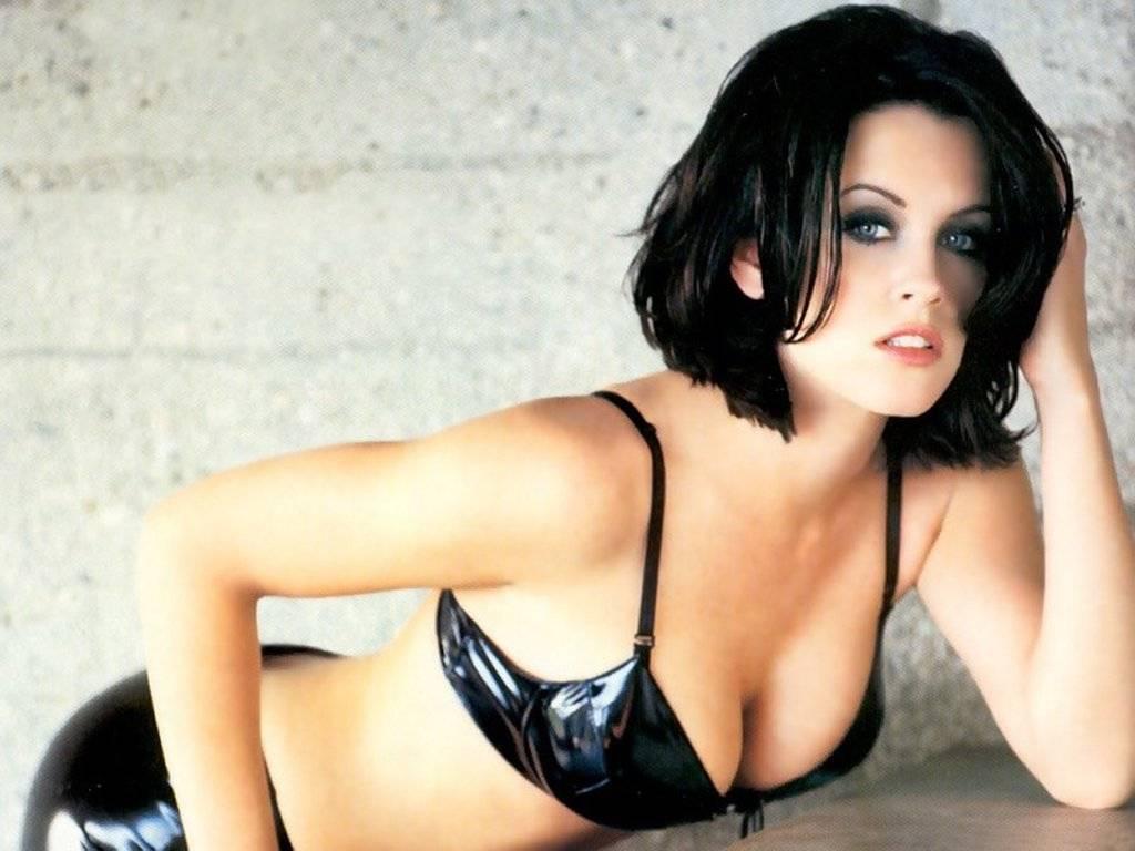 http://3.bp.blogspot.com/-UnTW8SuXxlg/T8B5UdExUdI/AAAAAAAABqk/6weWGbZrJxc/s1600/jenny-mccarthy-bikini-wallpapers-+%287%29.jpg