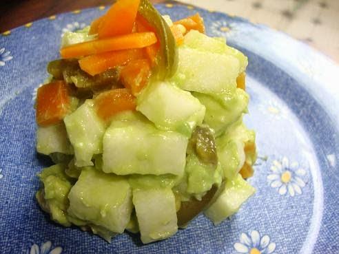 Ensalada de jícama con aguacate y chile