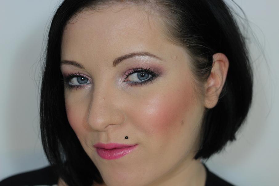 Wie die Haut um die Augen kosmetologija zu befeuchten