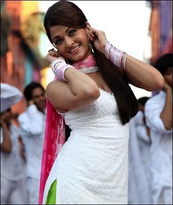 Aishwarya Rai in salwar kameez in Action Replayy movie