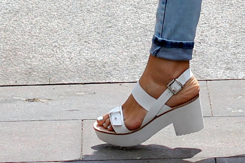 Sandalias blancas con tacon piso track