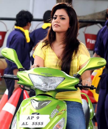 saradaga ammaitho movie heroine nisha agarwal stills5