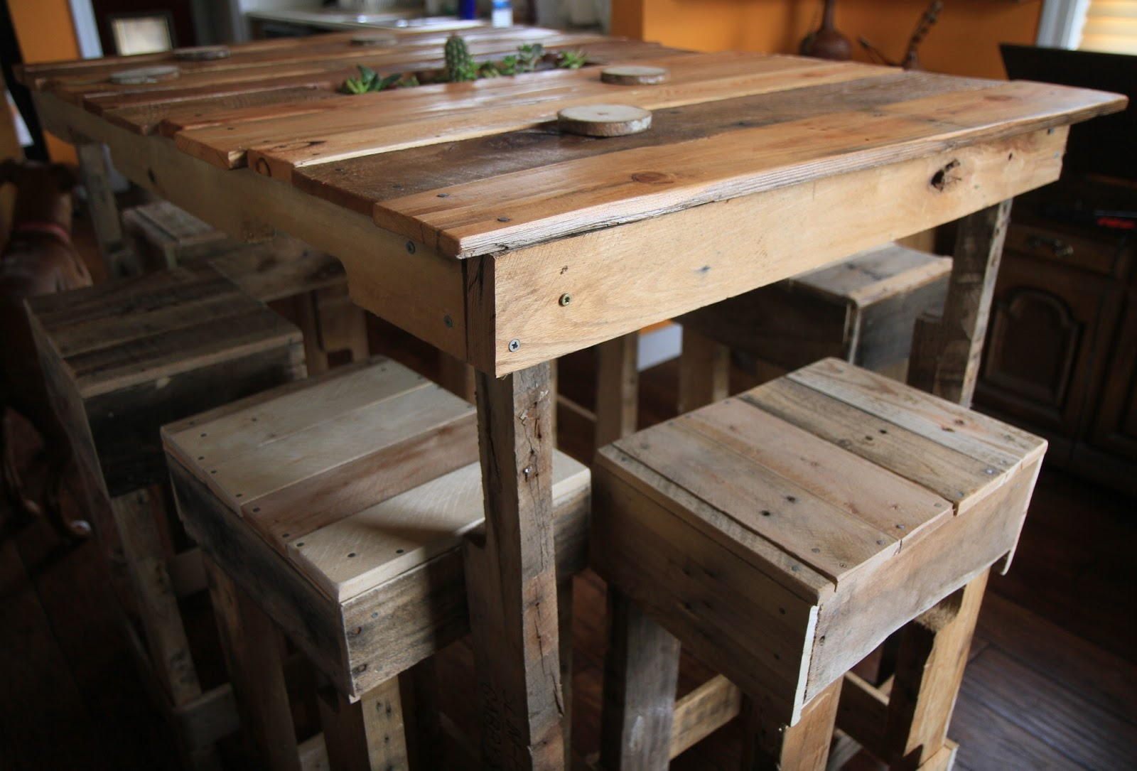 Pallet table crafty trev for How to make a pallet kitchen table