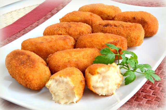 Croquetas caseras de pollo. Con pollo  y ternera del puchero o cocido.