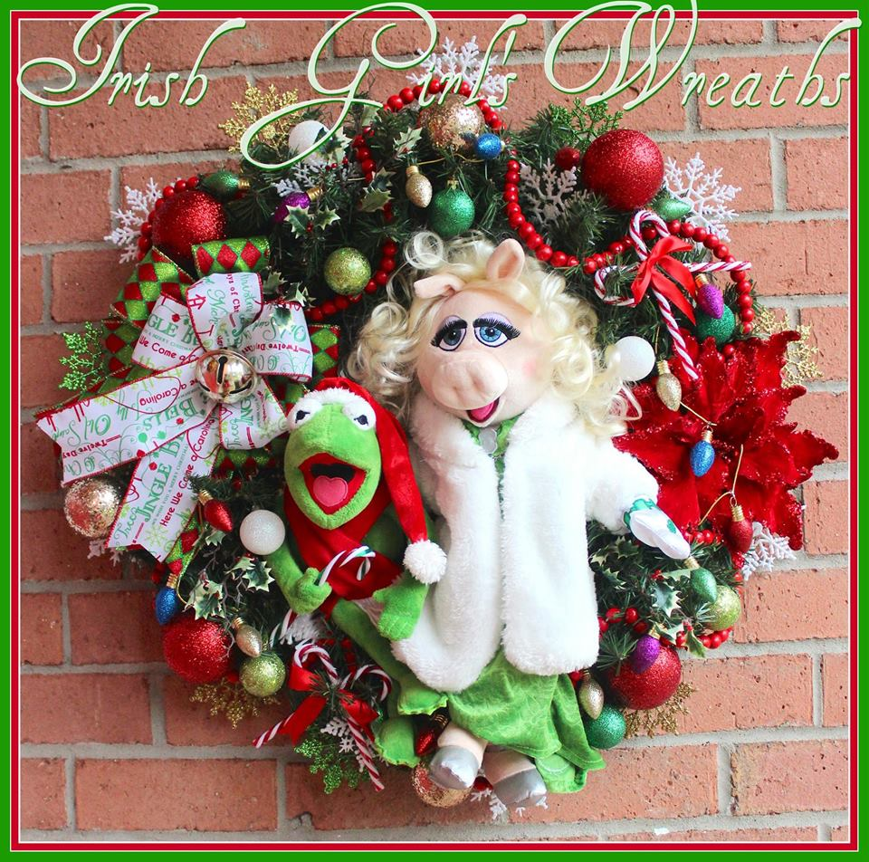 IGW Gallery: Kermit and Miss Piggy Muppet Christmas Wreath