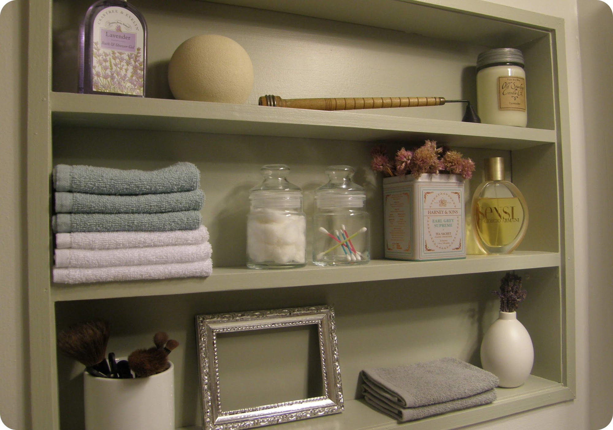 Decorating Bathroom Shelves