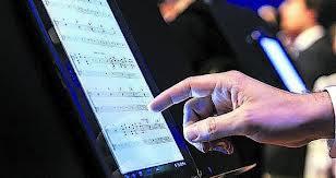 ¿Adios a las Partituras de Papel? Tabletas Electrónicas para Músicos sustituyen a las partituras de papel. Nuestro futuro musical de partituras. Primer concierto de Orquesta Sinfónica con partituras tabletas digitales