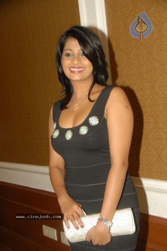 http://3.bp.blogspot.com/-UonLCiyjVgY/Te375l3Ja0I/AAAAAAAAGks/x_T36HgPjHA/s1600/nadeesha%252Bhemamali.jpg