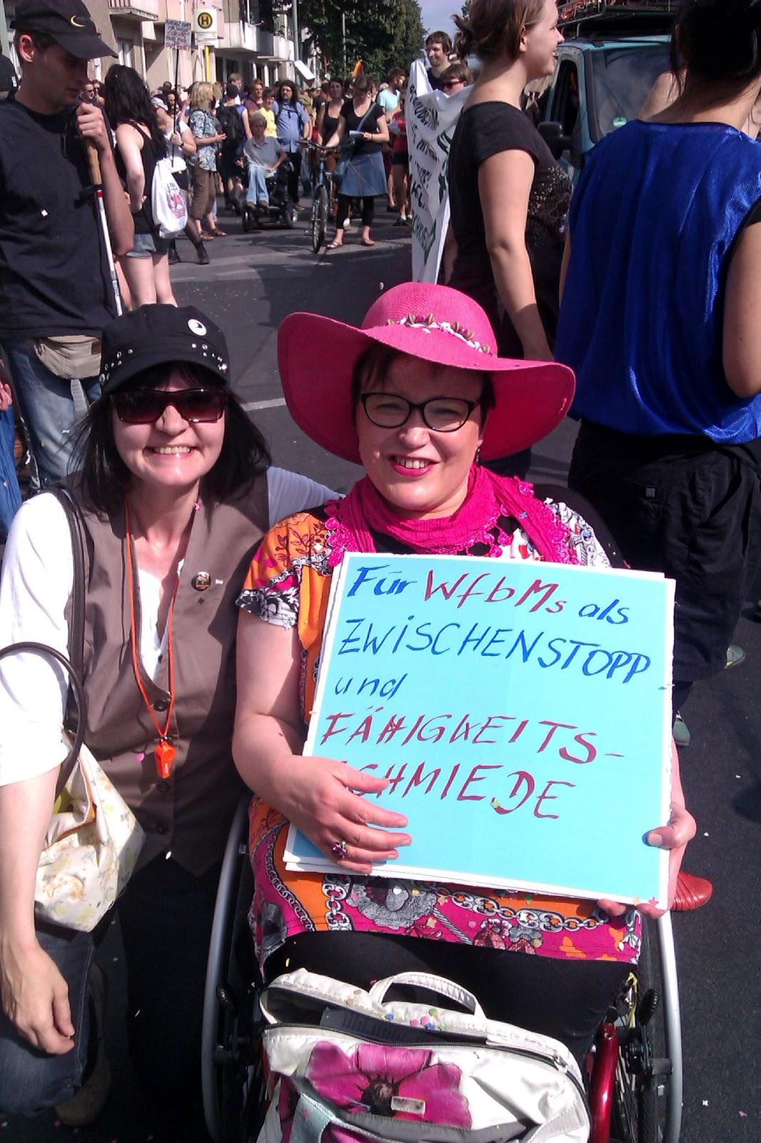 http://3.bp.blogspot.com/-Uot2MzdyF1M/UeIfnrJ0-OI/AAAAAAAAAfk/Cz06CRTN9CI/s1600/PrideParade.jpg