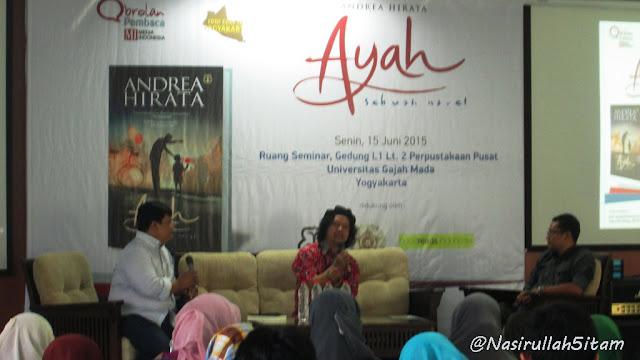 Diskusi novel Ayah - Andrea Hirata di lantai dua perpustakaan pusat UGM