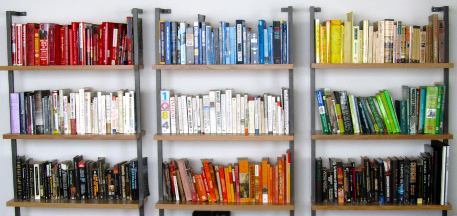 Bookshelves color - Holy Moly After Working With My Client They Organized This Bookshelf All On Their Own I Love The Color Grouping With The Books