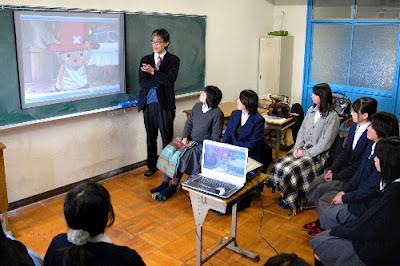 un profesor enseña derecho con One Piece