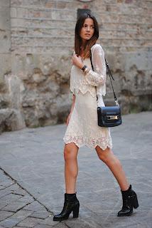 http://3.bp.blogspot.com/-UpAJFxOqXrI/UfRWbklJntI/AAAAAAAAOUM/MgomcxZbmpY/s1600/barcelona,+old+city,+barrio+gotico,+zara+boots,+lace+dress.jpg