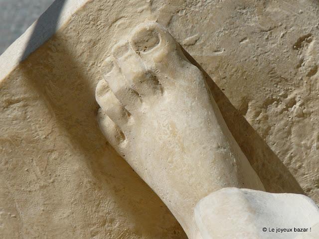 Reims - cathédrale - sculpture - pied