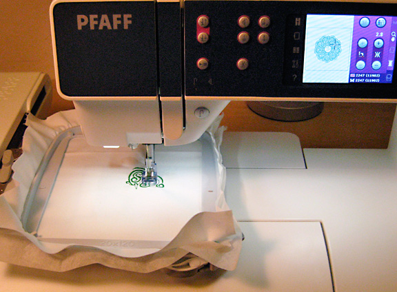 Red Dots Cycling My First Thoughts On My New Pfaff Creative 44040 Best Pfaff Creative 30 Sewing Machine