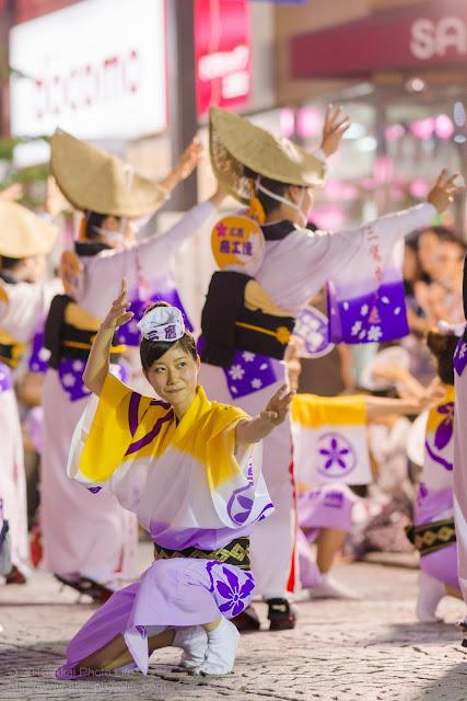 三鷹阿波踊り 三鷹商工連の女性の男踊り