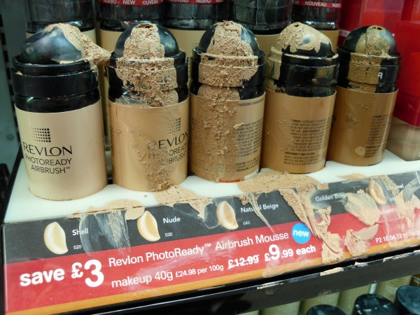 Revlon PhotoReady Airbrush Foundation First Impression Mess