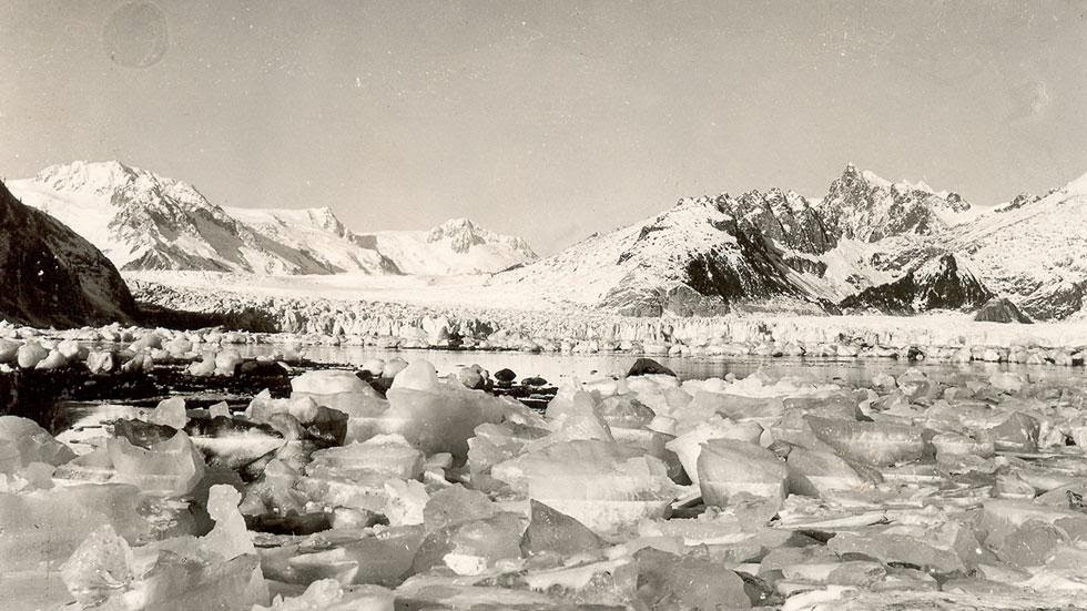 Northwestern Glacier (1920s - 1940s) - Photos of Alaska Then And Now. Get Ready to Be Shocked When You See What it Looks Like Now.