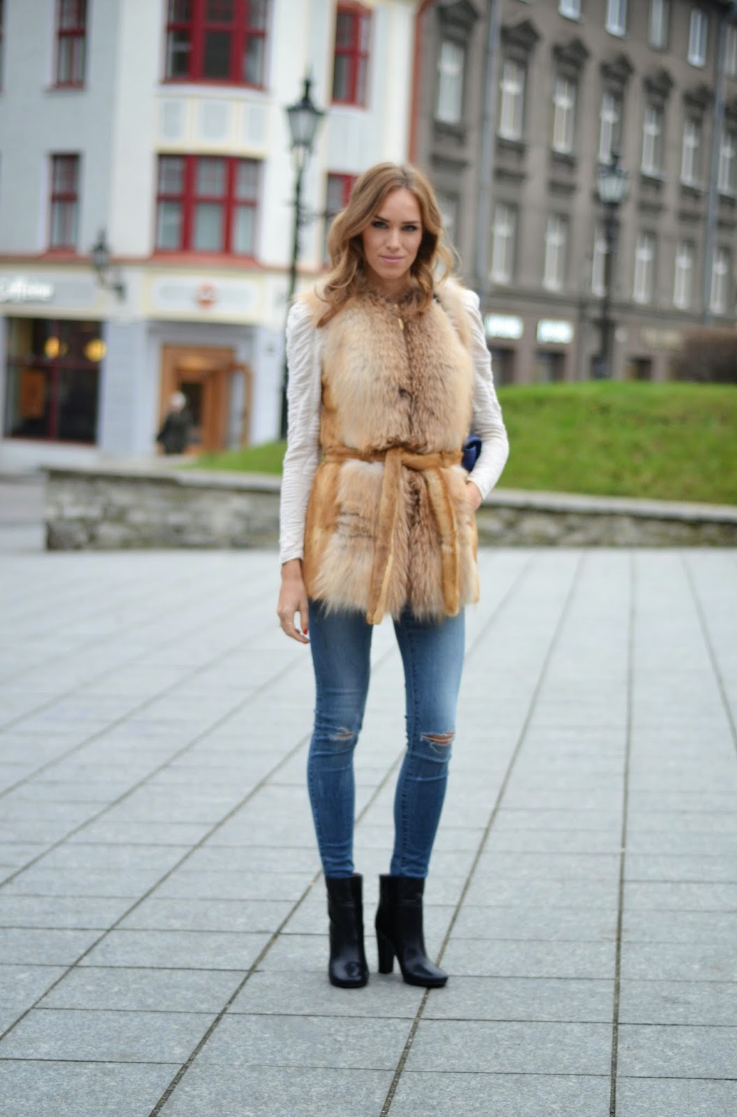 fashion-outfit-luxury-fur-vest-chloe-snake-ankle-boots
