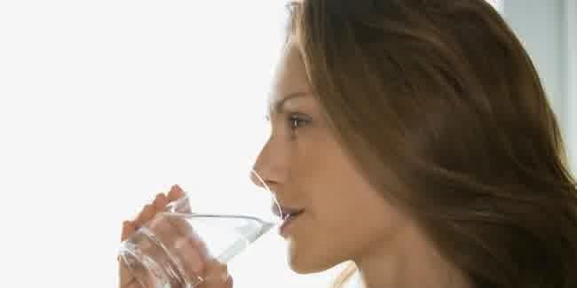 Tampil Cantik Dengan Perbanyak Minum Air Putih