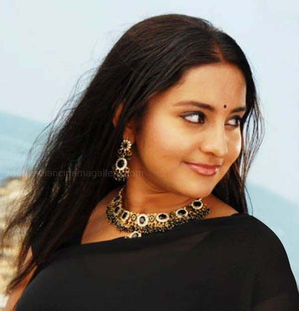 Mallu Actress Bhama Hot Photos