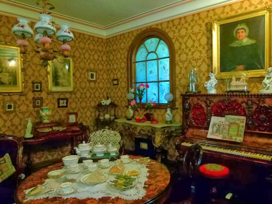 York Castle Museum, Victorian parlour, how people lived, British social history