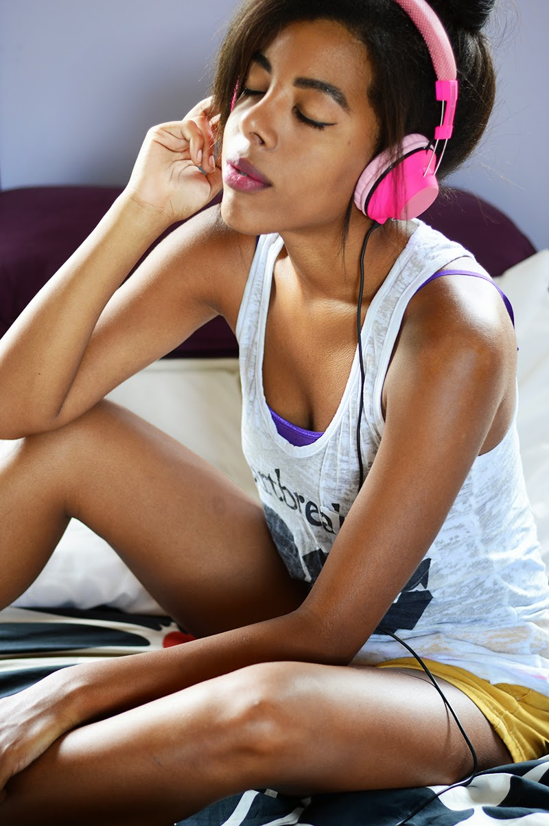 Miami Fashion Blogger Anais Alexandre of Down to Stars with her hot pink Incipio f83 hi-fi stereo headphones in a Forever 21 graphic top and Old Navy shorts