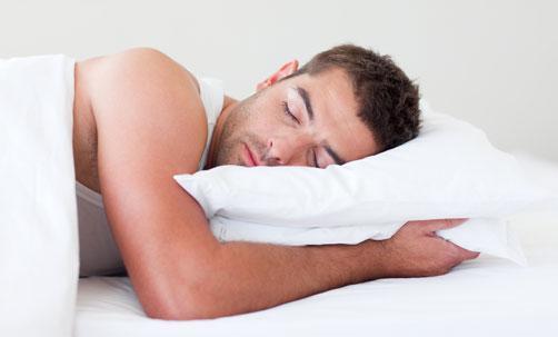 اكتشف شخصيتك من خلال طريقة نومك المفضلة - رجل نائم ينام - man sleeping