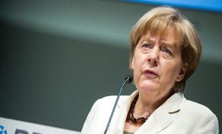 Μέρκελ: Δεν θα διαπραγματευθούμε νέα συμφωνία πριν το δημοψήφισμα
