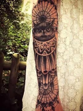 Melhores tatuagens de coruja no braço feminino