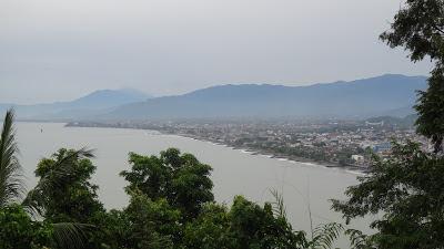 Паданг холм, Сити Нурбайя Парк, вид на Паданг, Индонезия