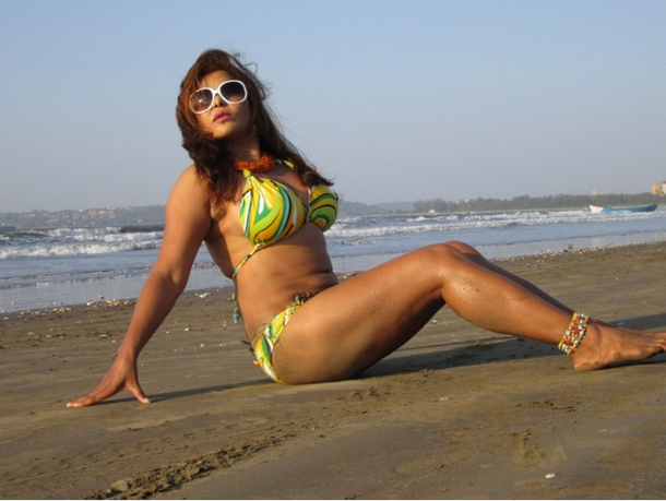 Hot Bollywood Actress Yasmeen Nude Photos