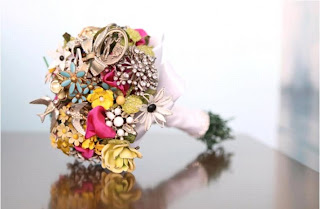 Colourful-2-Brooch bouquet-Amanda Jane Heer via Absolute Perfection
