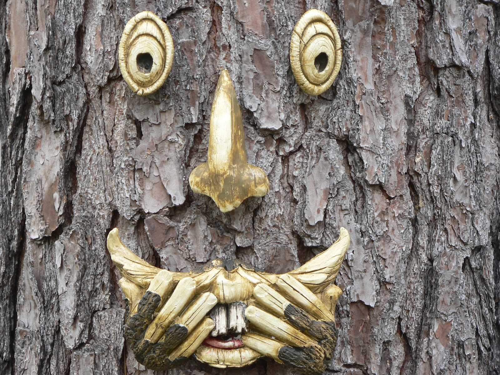 It Was A Present From Lord M And As I Was Hanging It, I Thought I Wonder If  Anyone Makes A Spooky Tree Face. So I Did A Little Internet Research And ...