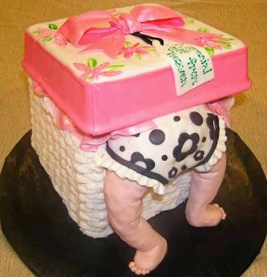 Tarta bebé dentro de regalo