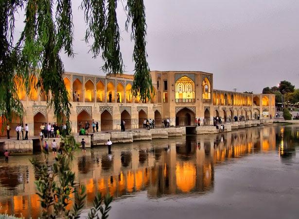 Jembatan Khaju, di Iran.