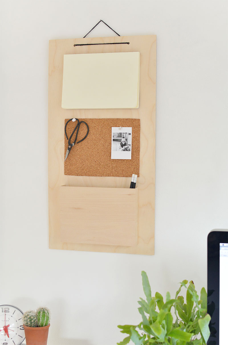 cork and notebook hanging organiser