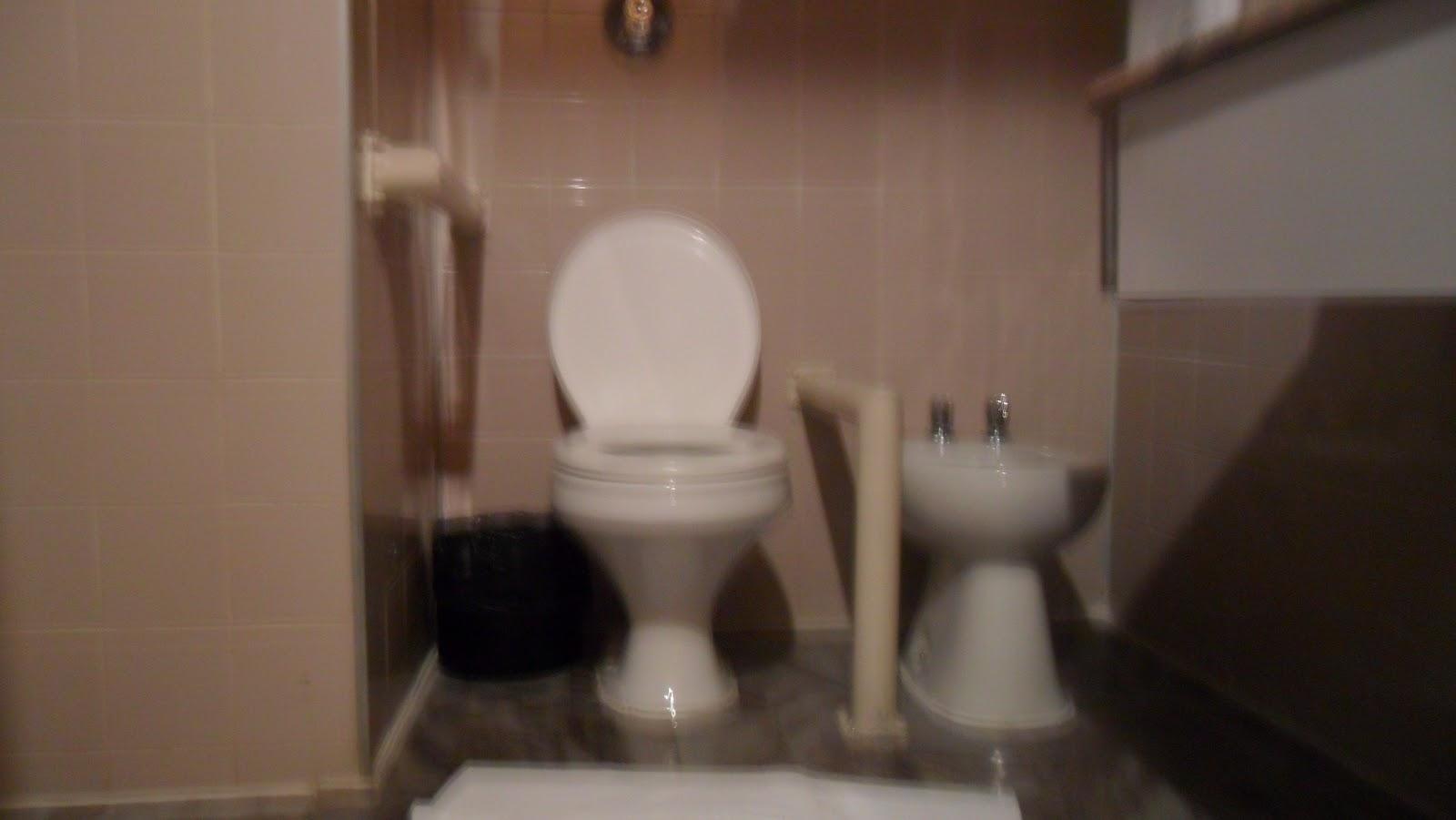 banheiro todo putas com