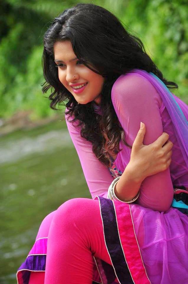Pics of Actress Deeksha Seth 2