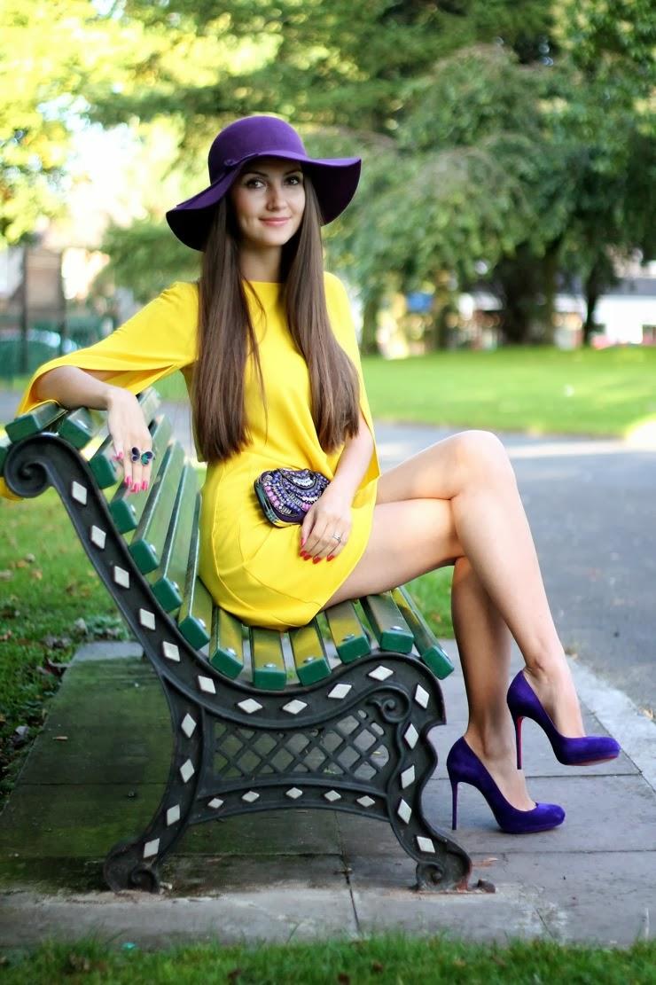 color block outfit, yellow dress, cape dress, yellow and purple, сочетание цветов, желтый и фиолетовый, желтое платье