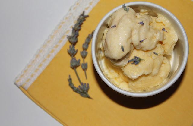gelato lavanda e mandorle (senza gelatiera!)
