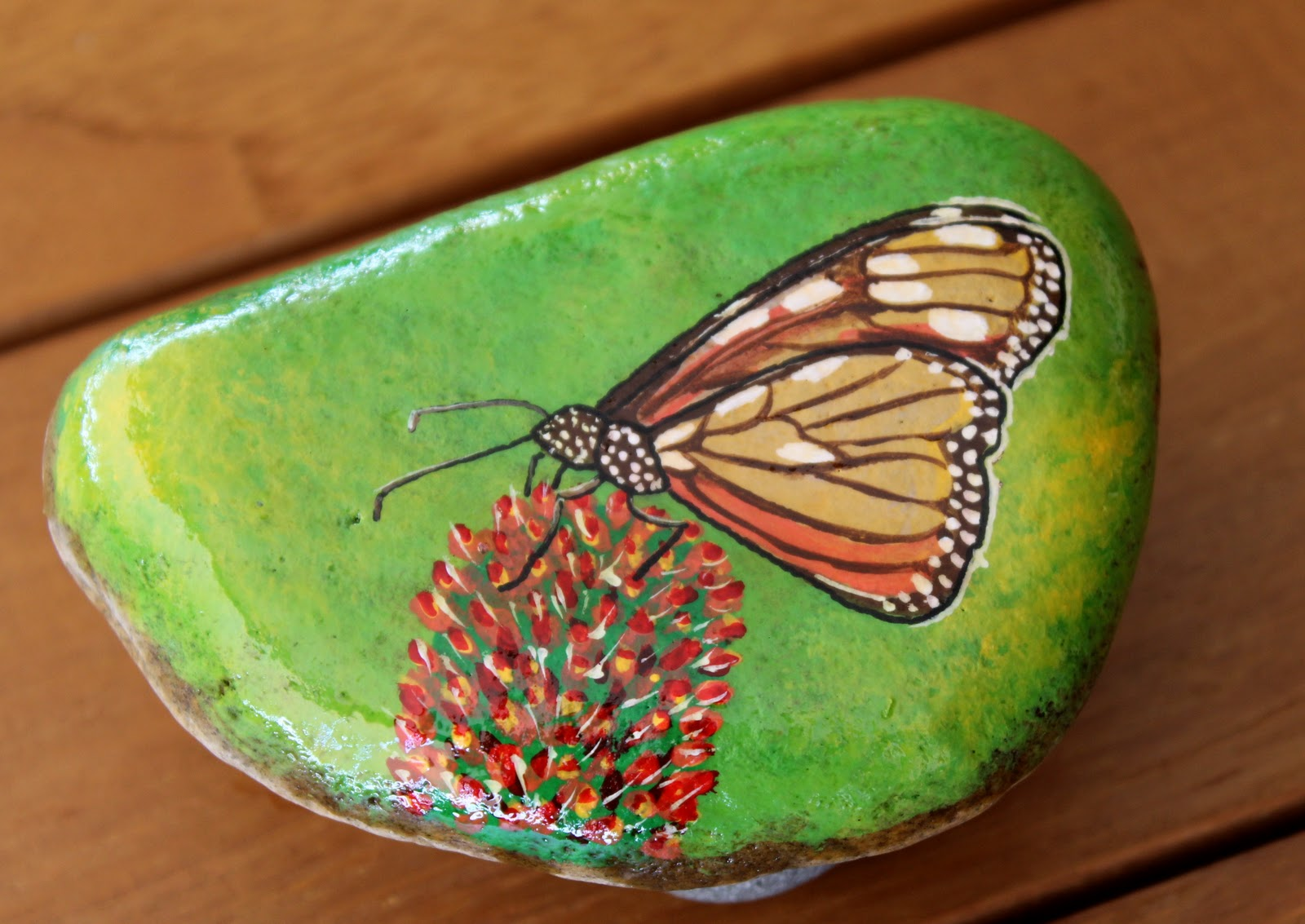 Nueve pinceladas pintando piedras for Piedras pintadas a mano paso a paso