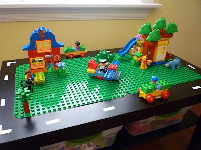 Craftyerin Lego Duplo Table
