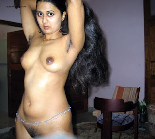 Indian Aunties Clean Show: Indian aunty and Girls hairy pussy
